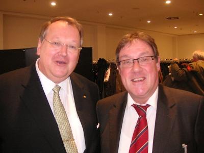 Bild: dbb Bundesvorsitzender Peter Heesen und Artur Luhr am Ende der Tagung.