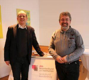Herr Roggenbuck im Gespräch mit Herrn Hanne